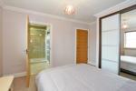 Guest bedroom (alternative view)